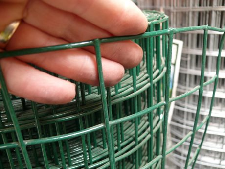 Green PVC Coated Chain Link Fencing 25M image
